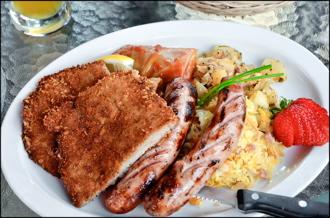 Edelweiss Tavern Oktoberfest platter